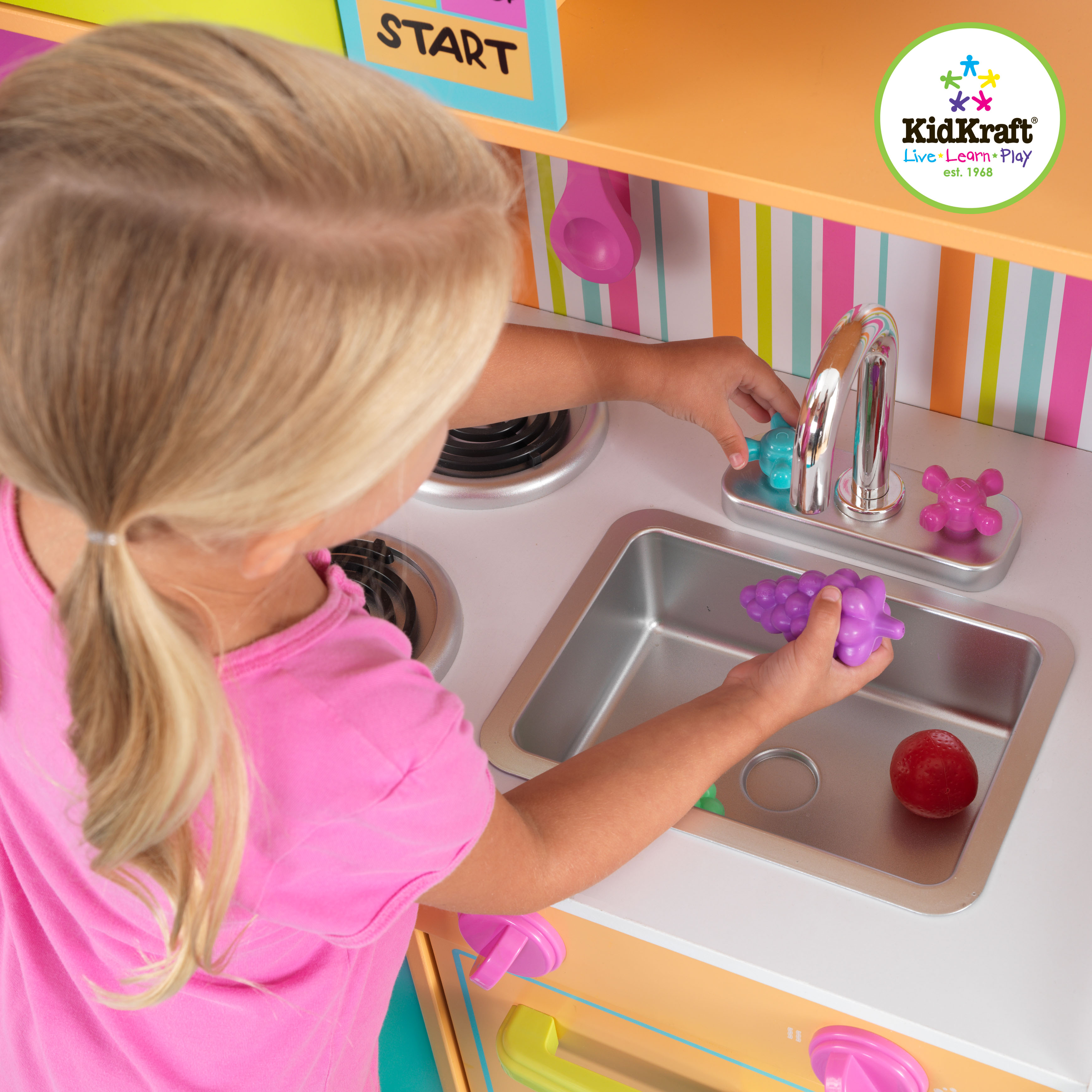 Deluxe Big & Bright Kitchen by Kidkraft