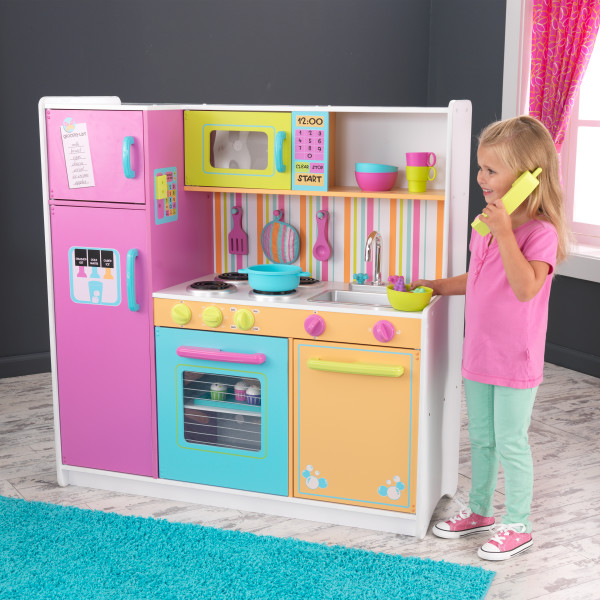 Wooden Deluxe Big & Bright Kitchen by Kidkraft